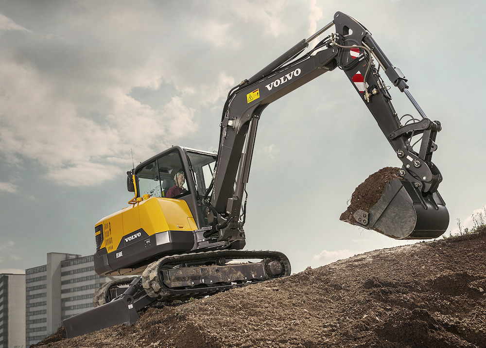With 9366 daN of combined digging equipment efforts, improvements by 10% of the traction, swing force and lifting capacity, the EC60E can tackle your most challenging contracts. Do more, faster.